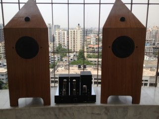 NORH SE9 TUBE AMP WITH NORH PRISM 5.2 FLOORSTANDING SPEAKERS