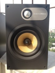 B W 686 Brand New Condition Bookshelf Speakers