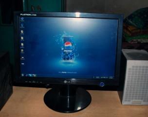 17 Inch LCD Monitor LG L177WSB Widescreen