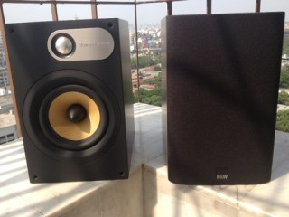 B W 686 Bookshelf Speakers