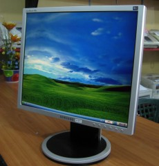 SAMSUNG 17s LCD MONITOR FROM KOREA
