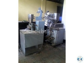 Automatic Form Fill and Sealing machine