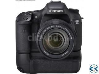Canon EOS 7D Body Only Canon BG-E7 Battery Grip