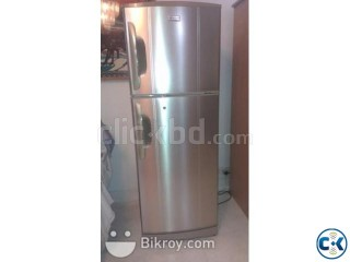 Large fridge in showroom conditon