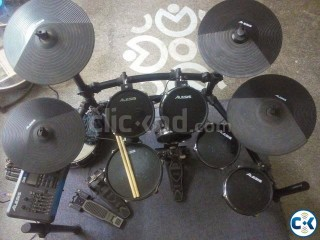 Alises DM10 Studio Kit Professional with Tama Speed Cobra