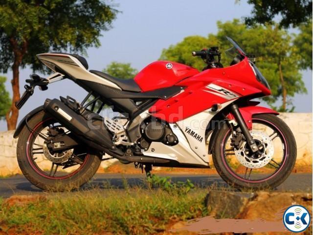 R15 V2 Red And White Yamaha R15 v2 1...