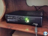 Xbox 360 Slim 250GB 2 controllers 2 games
