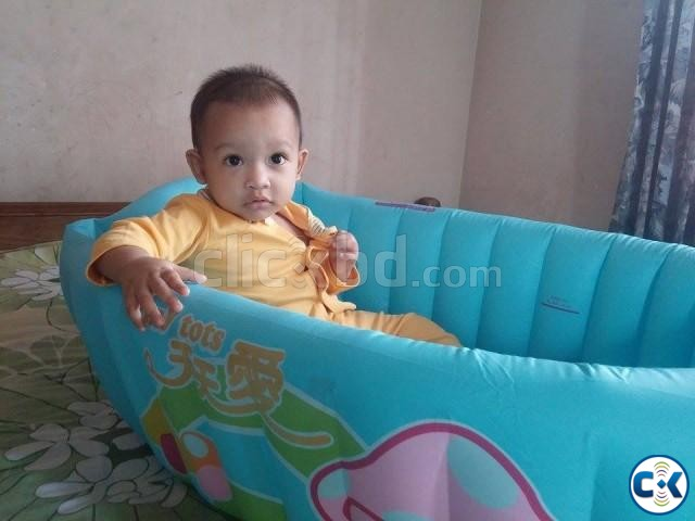baby infant travel inflatable bath tub clickbd. Black Bedroom Furniture Sets. Home Design Ideas
