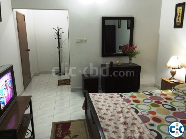 2200Sft. 3 Bed Room fully furnished flat for rent at Banani | ClickBD large image 2