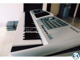 Roland Fantom G6 workstatoion keyboard