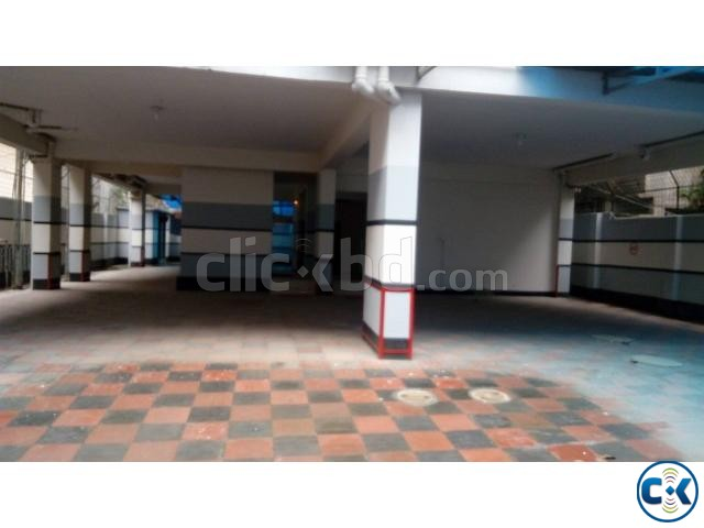 Flat in rayer bazar | ClickBD large image 0