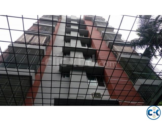 Flat in rayer bazar | ClickBD large image 1