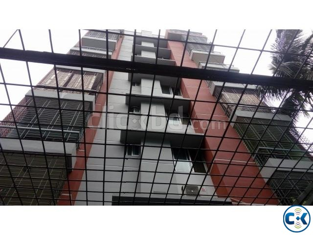 Flat in rayer bazar | ClickBD large image 2