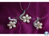 Flower Design Pearl Pendant Set