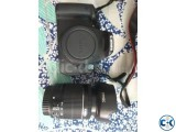 Canon EOS Kiss X7i DSLR camera with Zoom Lens