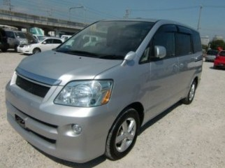 2006 NOAH X LIMITED LOADED WID SUNROOF MOONROOF