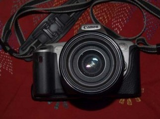 Canon EOS 300 SLR Film camera. EF 35-105 mm Canon