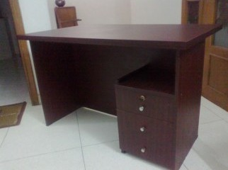 Wooden desk with 3 drawers lacquer coloured