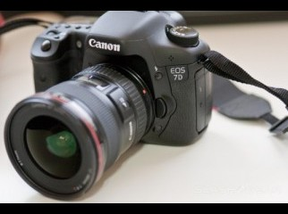 Canon EOS 7D 18MP Digital SLR Camera-- 700