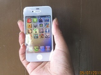 BRAND NEW IPHONE4 32GB FROM LONDON-C-01611236000