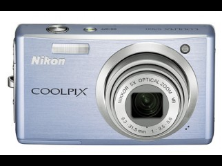 Nikon Coolpix S560 10 MP 5x zoom Digital Camera