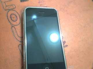 Iphone 2g 1 year used. jailbreaked n 100apps free