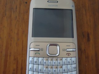 almost new nokia c3 with all warenty