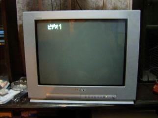 21 INCH SONY trnitron FLAT SCREEN TV