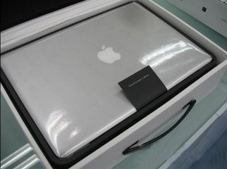 MacBook Pro 17 500 GB HDD 4 GB RAM More Boxed