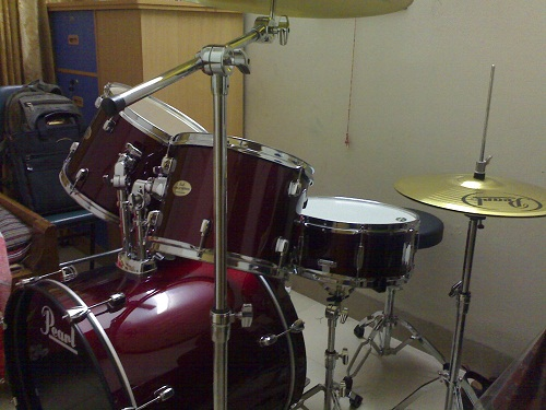 pearl forum drum set for sale cymbals not included clickbd. Black Bedroom Furniture Sets. Home Design Ideas