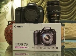 For sale Nikon D90 12MP DSLR Camera with lens