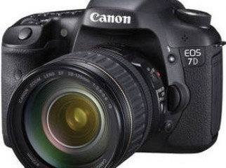 Canon EOS 7D SLR Digital Camera with 28-135mm f 3.5-5.6 IS U