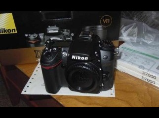Nikon D7000 full box brAnd new