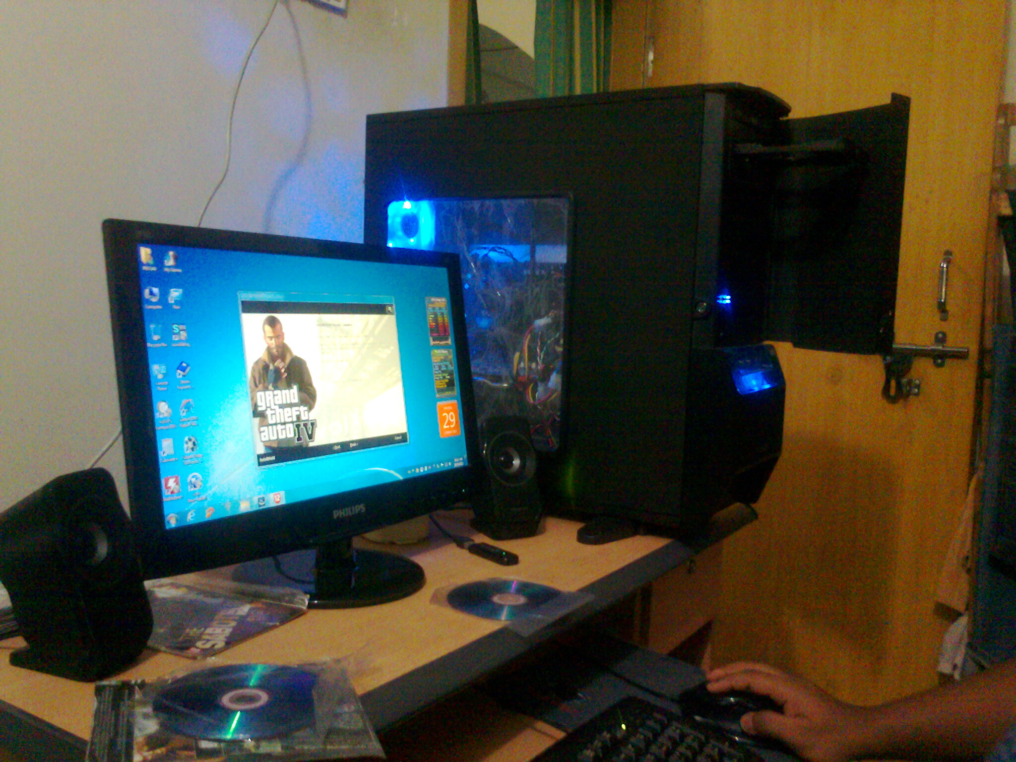 gaming pc core i7 gtx580 8gb ram 22 led etc clickbd. Black Bedroom Furniture Sets. Home Design Ideas