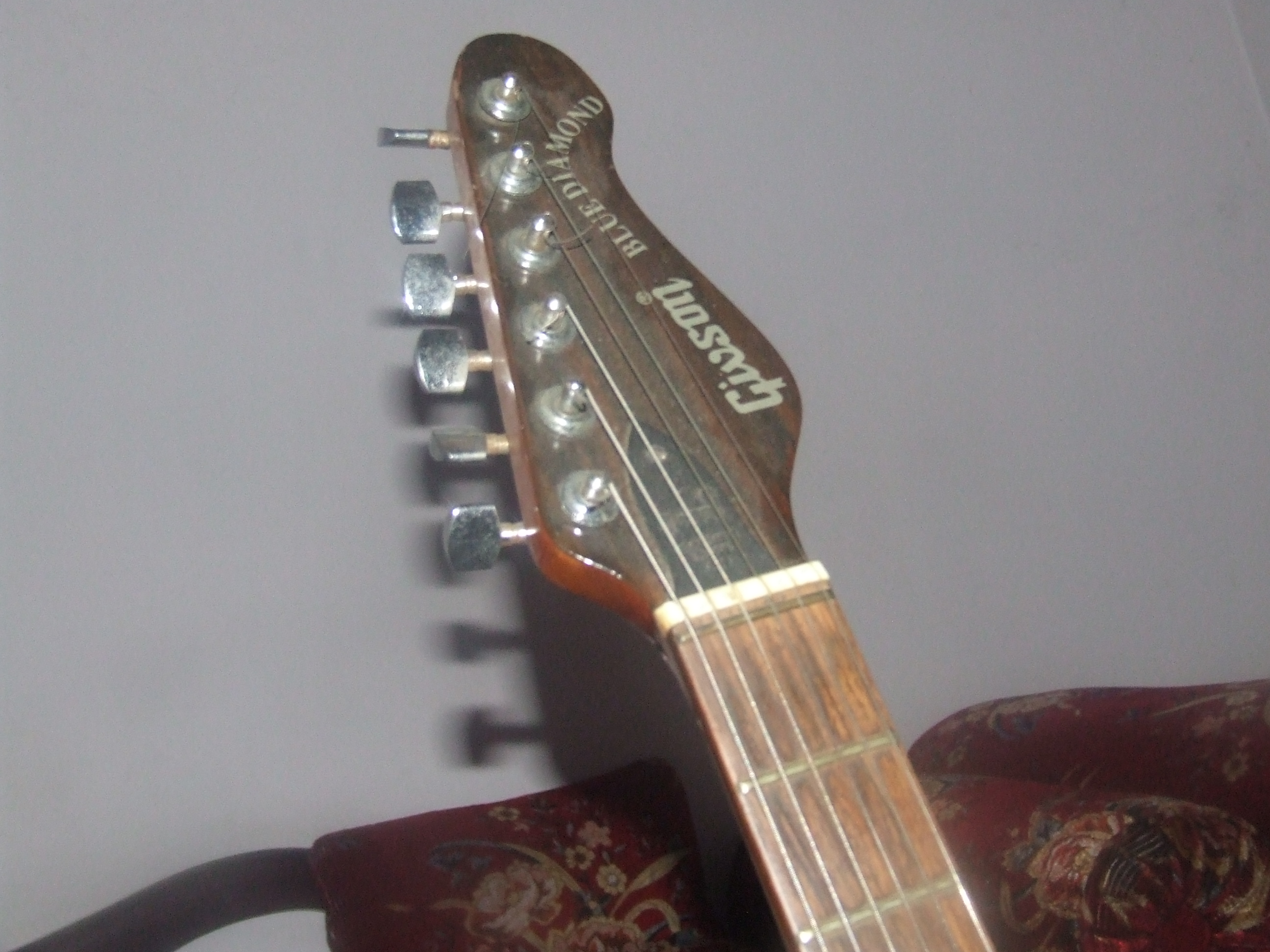 Gibson blue diamond guitar urgent sell clickbd for Guitar domont