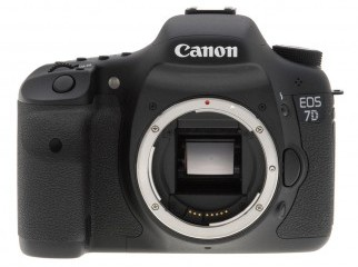 Canon EOS 7D with 2 Lenses 2 CF cards and a camera Bag