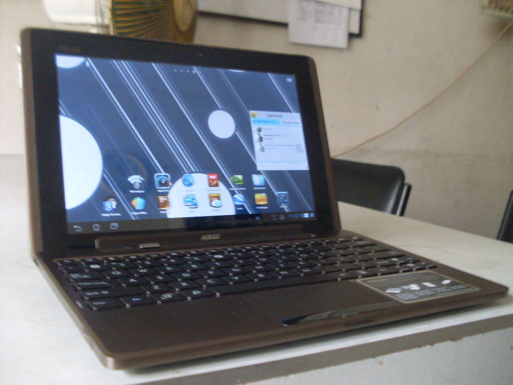 Asus transformer With dock and 32GB memory card