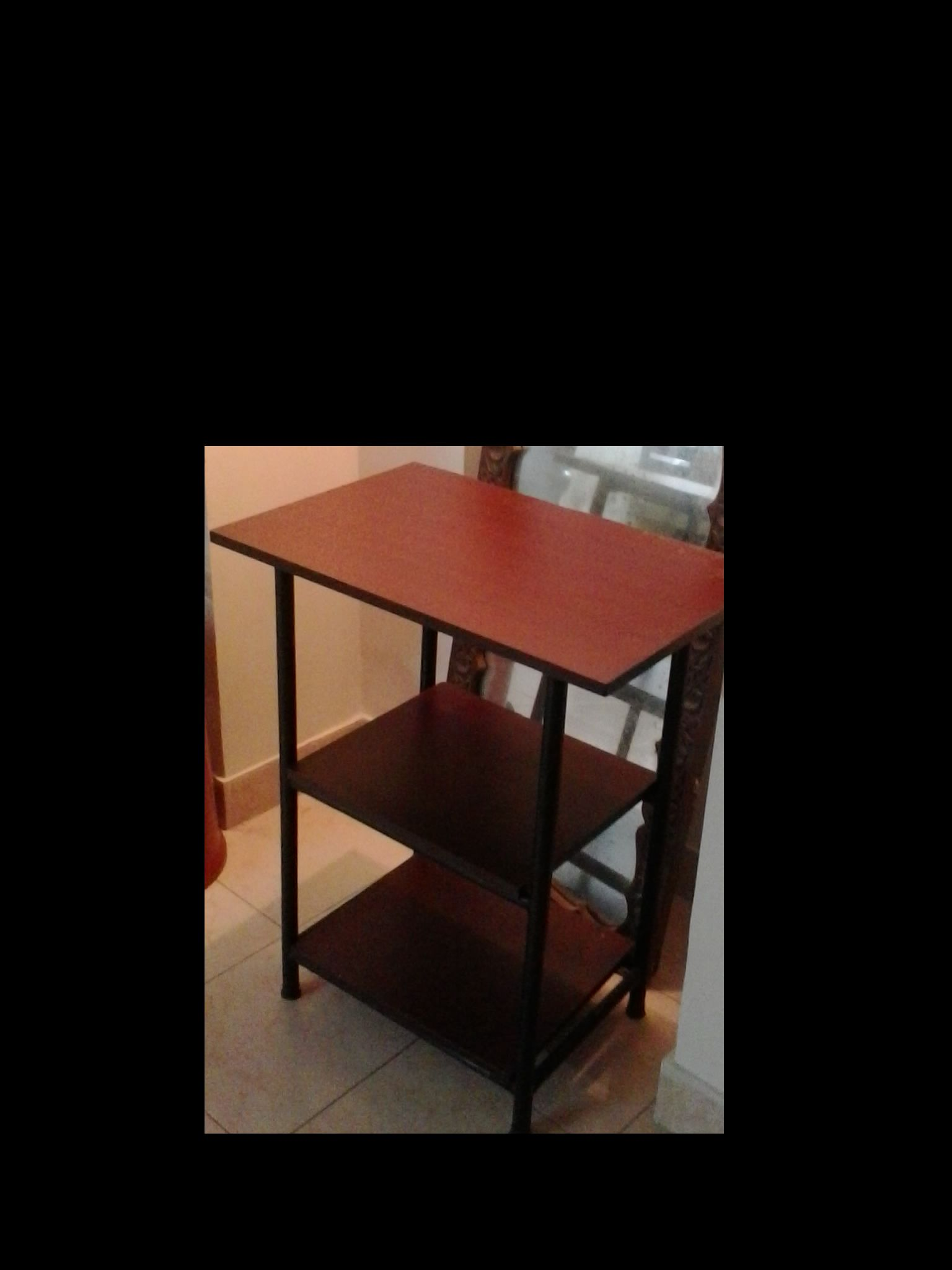 A good quality almost new oven top table for your dining for Good quality dining tables