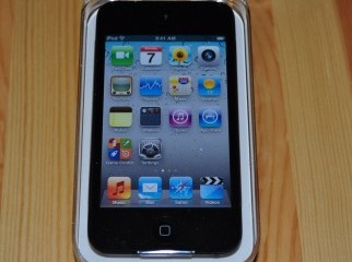 urgent sale boxed ipod touch 4 8GB 01674813088